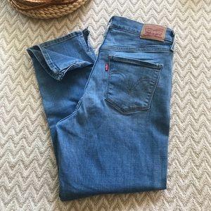Levi's stretch high rise Capri jeans size 6